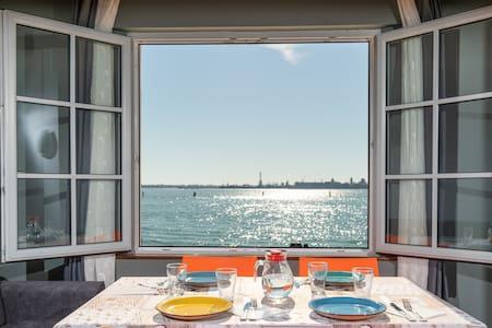 M0270429902 Venice lagoon skyline