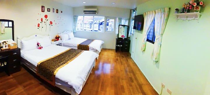 302房4人獨立衛浴套房Taiwan羅東運動公園夜市WALK散步民宿