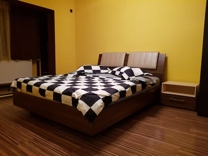 Cozy Park Studio in city center, Campina