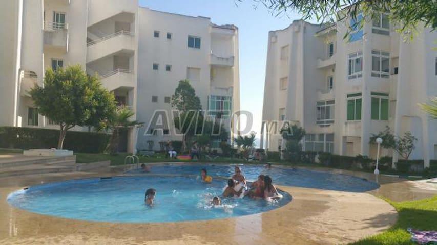 jolie ap calme  avec piscine  une vue pied sur mer - Asilah - Lägenhet