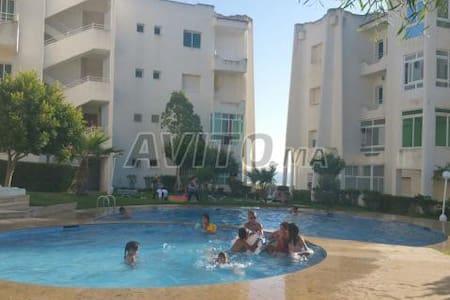 jolie ap calme  avec piscine  une vue pied sur mer - Asilah - Leilighet