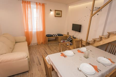 Old Town - Apartment Marin - Trogir - Hus