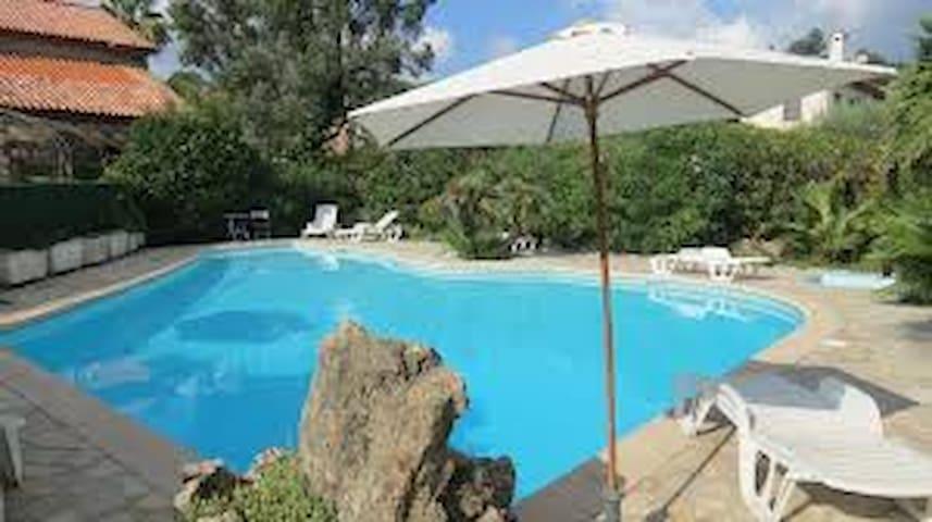 Cosy - piscine - parking gratuit - plage - congrès - Mandelieu-la-Napoule - Huoneisto