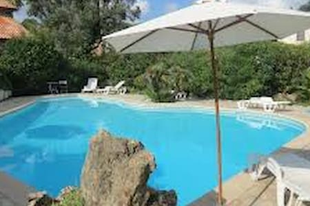 Cosy - piscine - parking gratuit - plage - congrès - Mandelieu-la-Napoule - 公寓