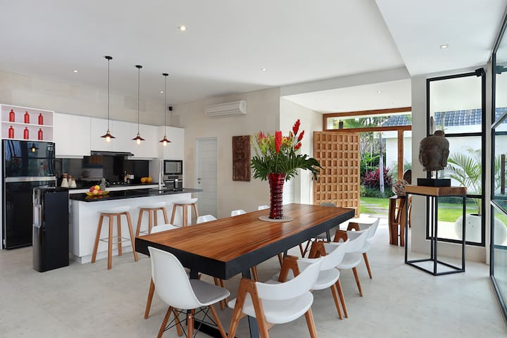 dinning table for up to 10 guests