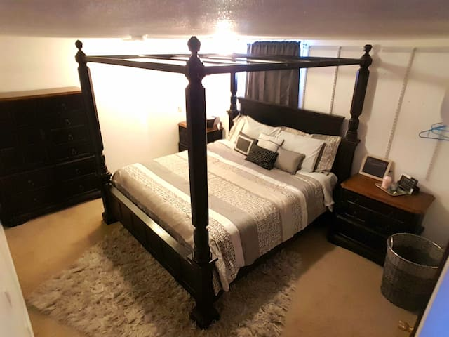 King Bed, 1/2bath, brekki food, autocheckin