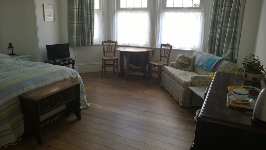 Spacious Double Suite near to beach - Bexhill - Casa