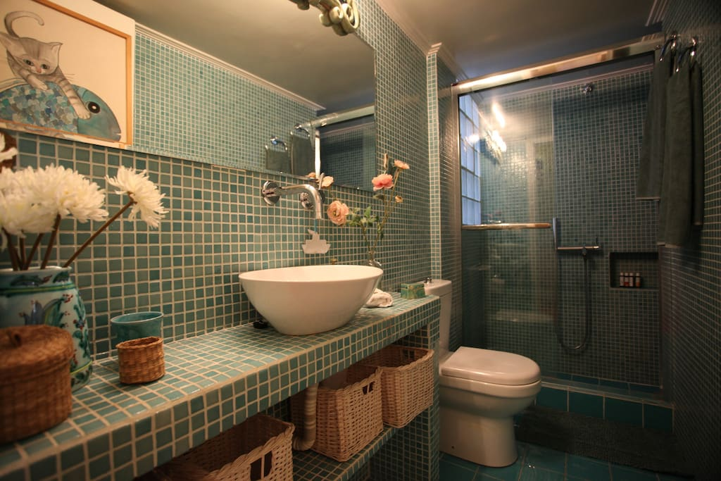 Bathroom with mosaic tiles