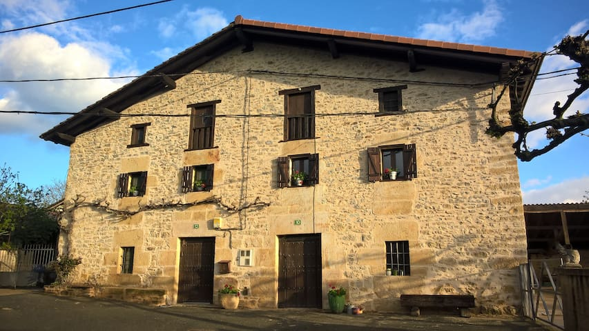 1.Traditional house in area Gorbea, Basque Country - Manurga - Rumah