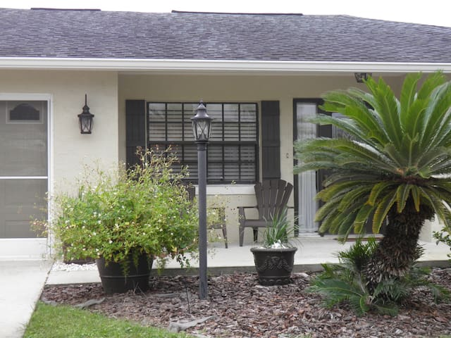 Salt Water Canal Home Close to Beaches and A1A! - Palm Coast - Huis