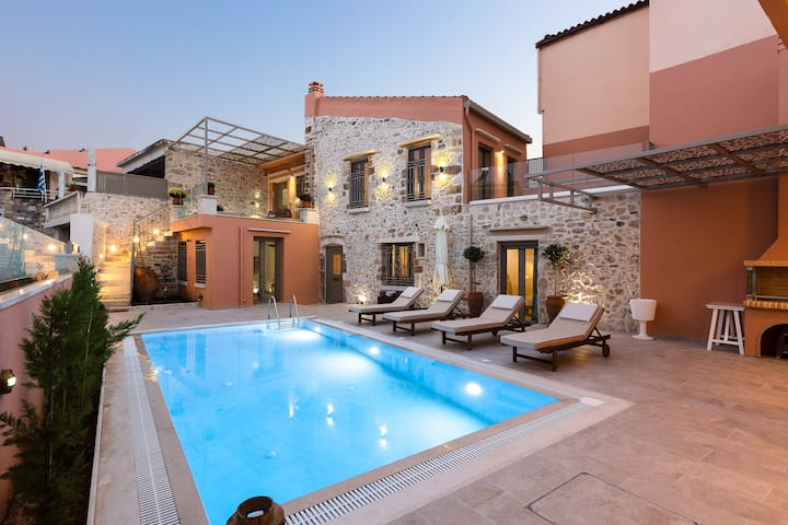 Sissi Boutique Villa, near amenities and tavernas