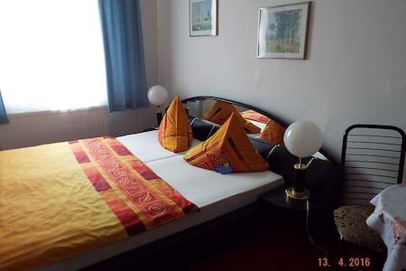 Schönes Doppelbettzimmer in Zwickau - Zwickau