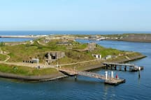 "FORT ISLAND (10 min. walk from the Cottage) is part of the UNESCO ""Defense line of Amsterdam"" located in between the Piers, at the seaside of the Locks complex. The visit is adventurous from the crossing by boat. Open: EVERY FIRST SUNDAY of the MONTH"
