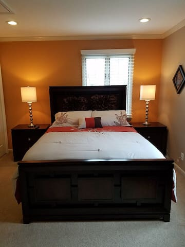 Relaxing Bedroom - White Plains - Hus