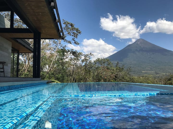 Luxurious Getaway at La Reunion Country Club