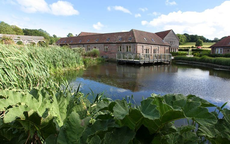 Horsham -Luxurious 5*  Barn with wonderful views - West Sussex