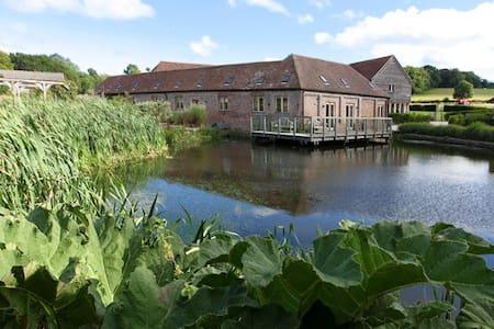 Horsham -Luxurious 5*  Barn with wonderful views - West Sussex - Hus