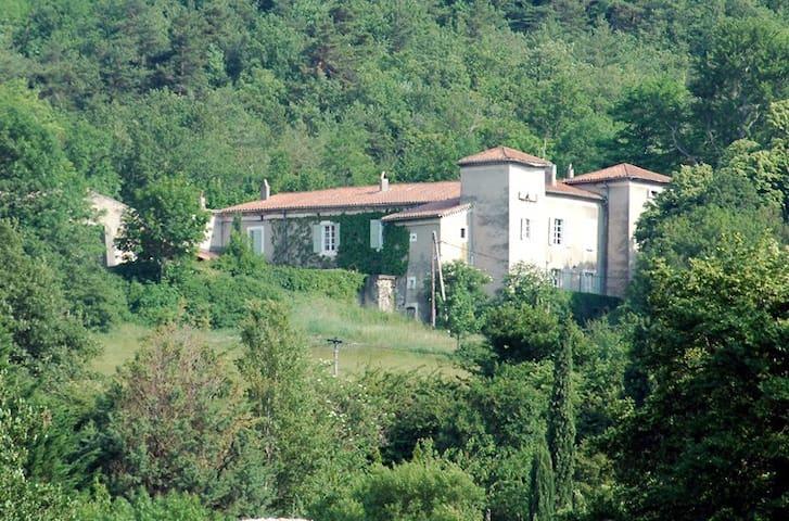 Gîte Petite Maison, château de Fontblachere