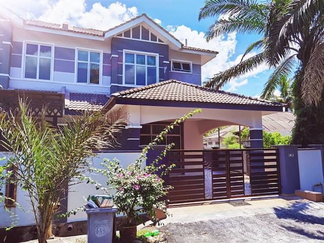 PS Homestay 3R2B for 9 Guest