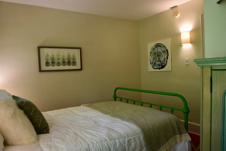 The Otter Room is our second bedroom,  recently repainted, with original wood floors. Queen bed with new mattress and bedding.  Plenty of closet room with hangers.