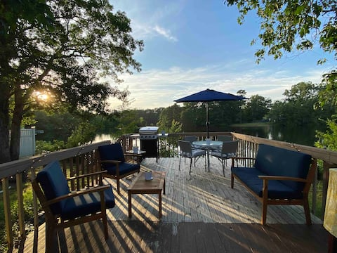 Spacious 1 BR Lakefront Cottage - 25 mins to beach