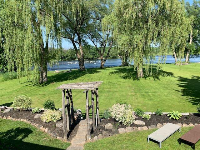 Serene all season home on the Trent River