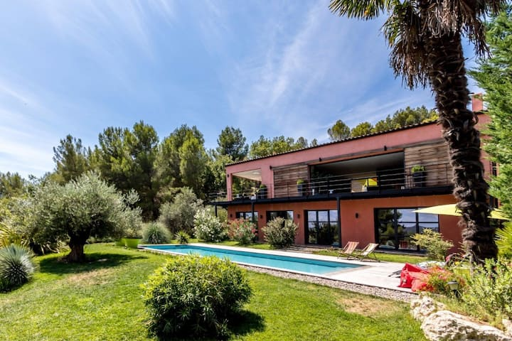 Villa contemporaine entre Aix et Luberon, Piscine
