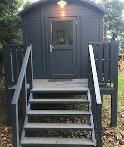 Shepherd hut -secluded and self contained on River