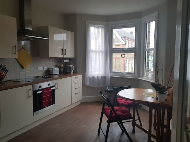 Large and bright Greenwich flat, sleeps 4