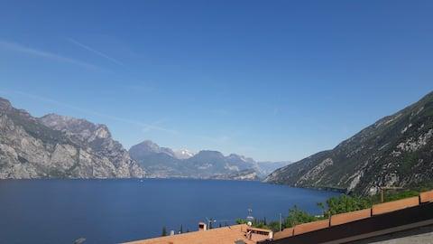 Attico con terrazza vista lago a Malcesine