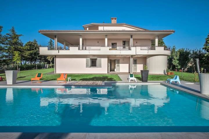 Il Panorama 30- Big villa with pool for groups