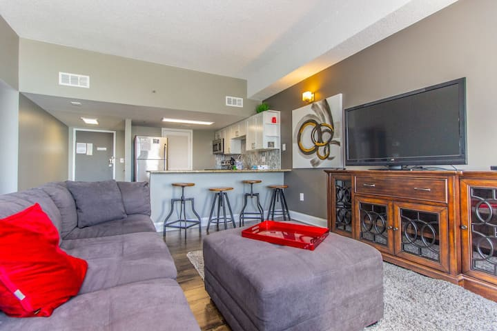 2 Bedroom/2 Bath Penthouse at Palace 2313!