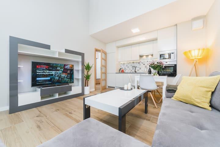 Modern apartment with air-con near train station