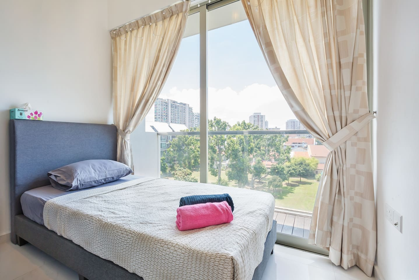 Common bedroom with beauty view