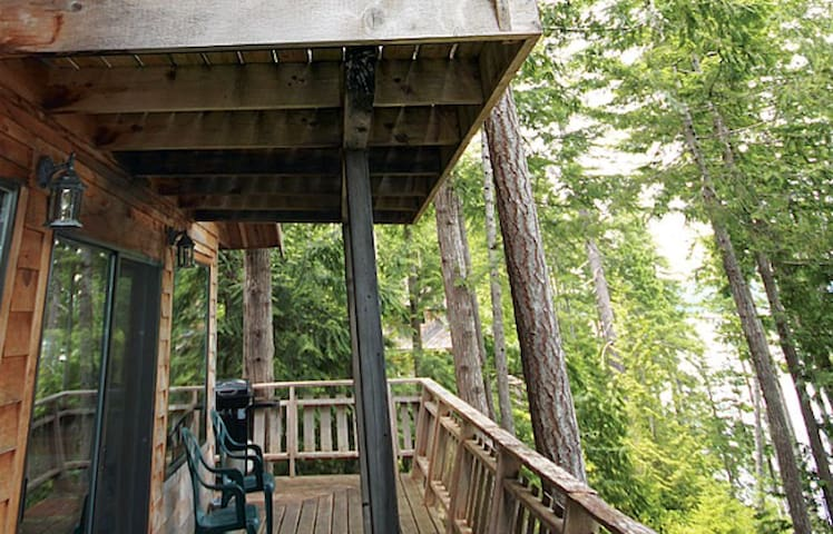 Cozy Forest 1 Bedroom Chalet - Powell River - Kabin