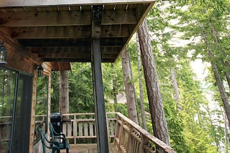 Cozy Forest 1 Bedroom Chalet - Powell River - Cabin