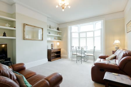 Victorian Apartment in the heart of Windsor