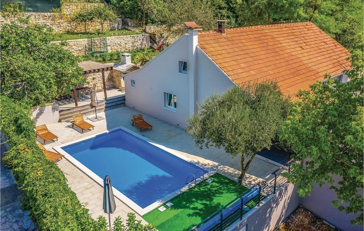 Stunning home in Glavina Donja with WiFi and 4 Bedrooms
