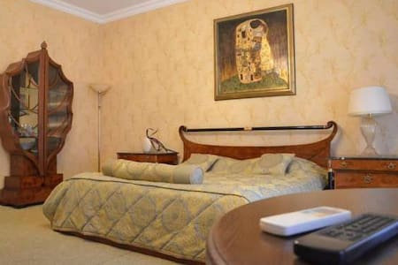 """Апарт- отель """"Костанди"""" в центре Одессы - Odessa"""