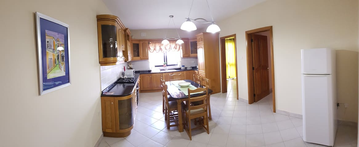 3 bedroom apartment near Airport and Blue Grotto