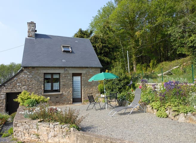 Le Crèpon, cosy granite cottage in the countryside - Le Mesnil-Gilbert - Rumah