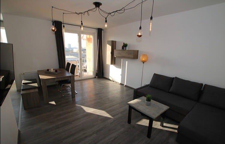 Modernes Apartment, zentral mit Balkon