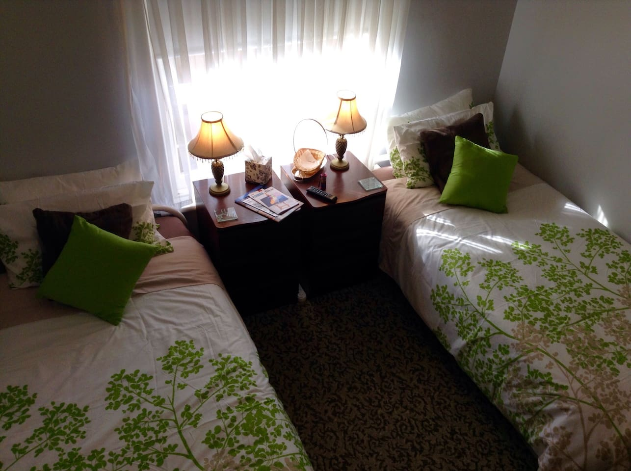 Cosy room with 2 Single Beds