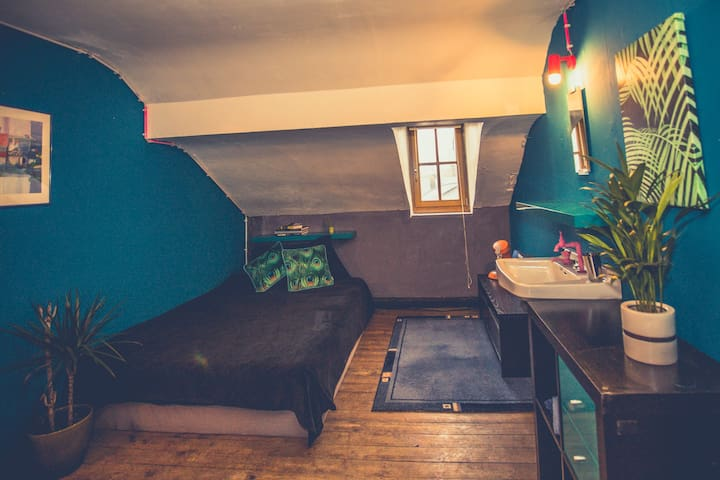 Cosy private room near the Kulturfabrik in Esch
