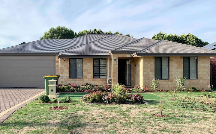 { Cannington Home - House 6 } ~ (4 bedrooms, WiFi)