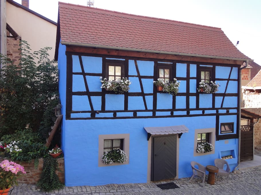 little bavarian cottage houses for rent in prichsenstadt bavaria germany. Black Bedroom Furniture Sets. Home Design Ideas