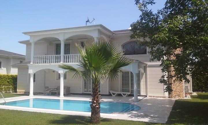 Sapanca / Kırkpınar 4+1 Havuzlu Lux Müstakil Villa