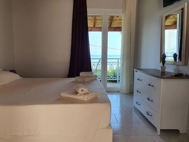 2 person apartment with view of the ionian sea
