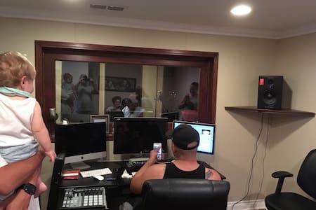 Full recording studio and more... ! - Santa Ana