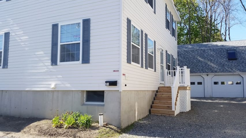 IN TOWN- GREAT LOCATION (21 EDGEWOOD STREET)